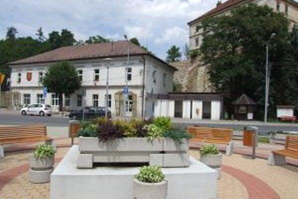 Región Gron má sídlo v Žarnovici.