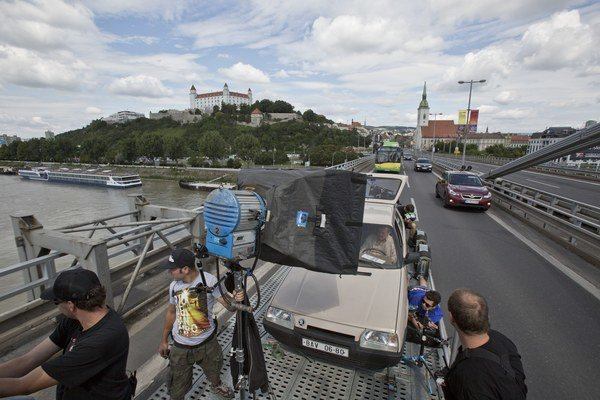 Na Moste SNP sa v nedeľu točil film.