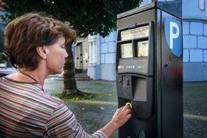 Parkovacie automaty fungujú od 1. októbra. Najnižšia sadzba je 50 centov za pol hodinu parkovania.