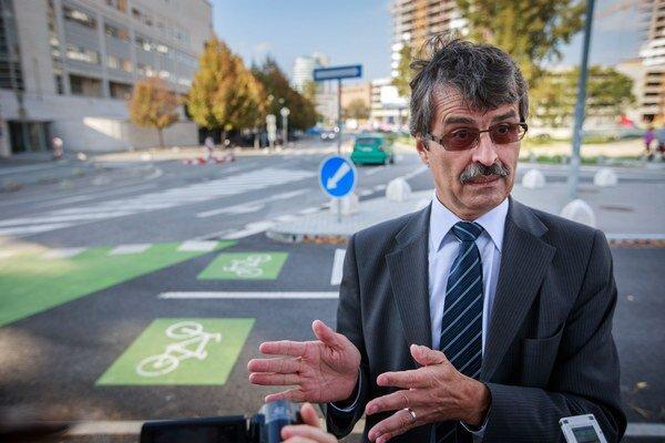 Vedenie mesta hovorí, že teraz od Eurovey vedie neprerušovaná cyklotrasa osem kilometrov až do Vrakune.