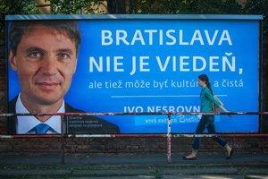 Podľa predbežných odhadov vyšla nového primátora Bratislavy, Iva Nesrovnala, kampaň na 200tisíc eur, do vonkajšej reklamy investoval 97tisíc eur.