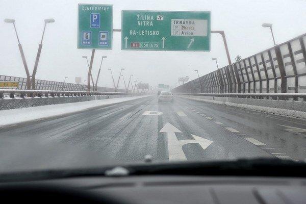 Cesty v Bratislave sú zjazdné.