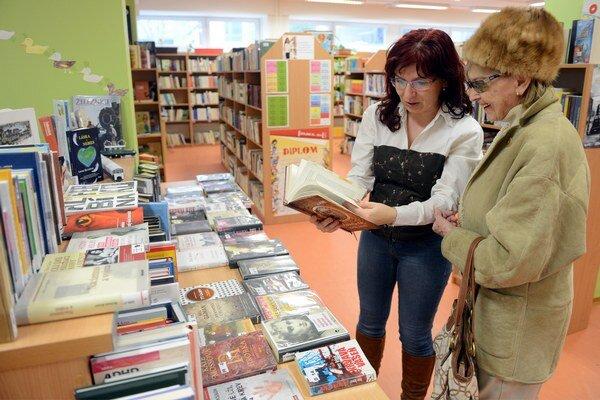 Jedna z najväčších a najaktívnejších knižníc v Bratislavskom samosprávnom kraji je Miestna knižnica Petržalka.