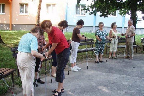 Populárny šport nordic walking sa vyučuje už aj v Bratislave.