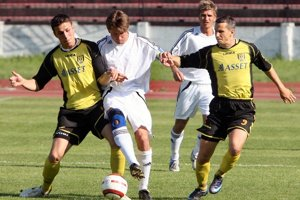Hráči Stupavy zdolali v 9. kole MRB Bernolákovo 3:0 a pripravili mu prvú prehru v sezóne.