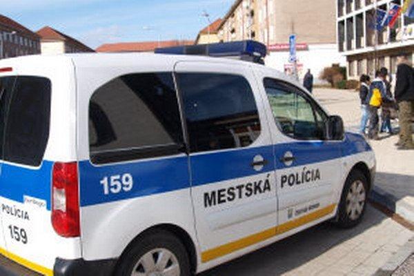 Toto auto žiarskych mestských policajtov chce radnica po troch rokoch vymeniť za iné.