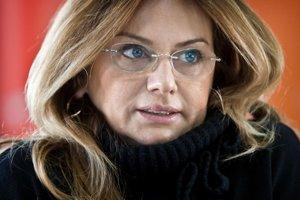 V roku 1997 sa Monika Flašíková Beňová stala riaditeľkou Rádia Koliba, za ktorým boli Fedor Flašík a Martin Glváč. V roku 1999 spoluzakladala Smer. Od roku 2004 je europoslankyňou, v roku 2005 sa stala vicežupankou Vladimíra Bajana, v roku 2006 kandidoval