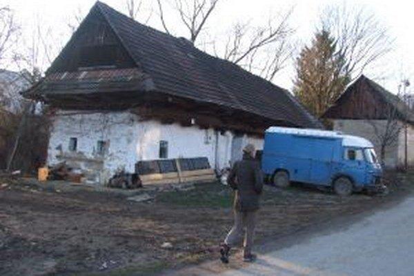 V starom gazdovskom dome v Hornej Trnávke by chceli zriadiť izbu tradícií.
