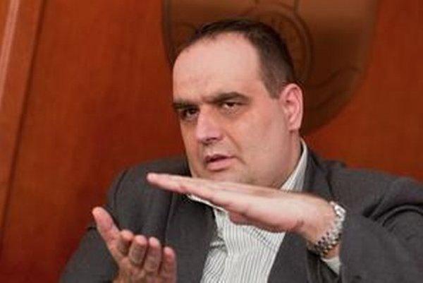 Pavol Frešo (SDKÚ) by podľa prieskumu mal najbližšie ku postu na čele samosprávneho kraja.