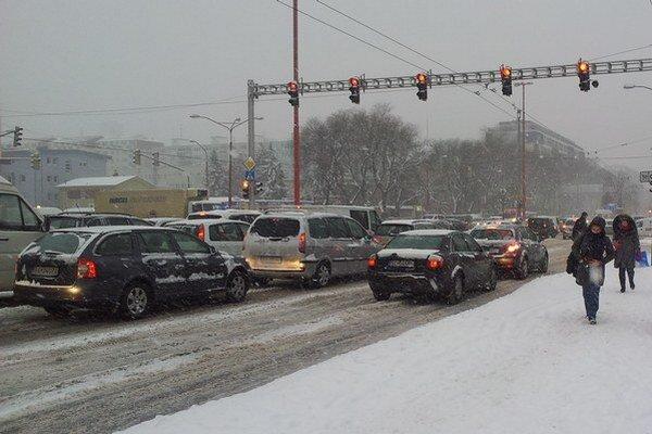 Mestské časti Petržalka, Nové Mesto a Karlova Ves sú na sneh pripravené.