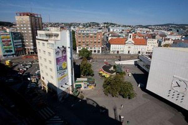 Budova z rohu námestia môže byť v súťaži prekážkou.