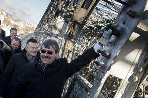 Prvé skrutky odmontovali primátor, minister dopravy a eurokomisár.