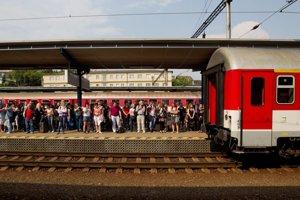 Medzi Bratislavou a Pezinkom od dnes jazdí viac vlakov. Majú byť alternatívou k automobilovej doprave.