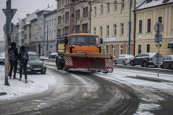 Za stroje v pohotovosti mesto platilo i vtedy, keď nebol sneh, ktorý by odhŕňali.
