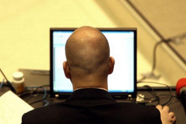 Zapožičané laptopy si môžu poslanci odkúpiť za symbolickú cenu.