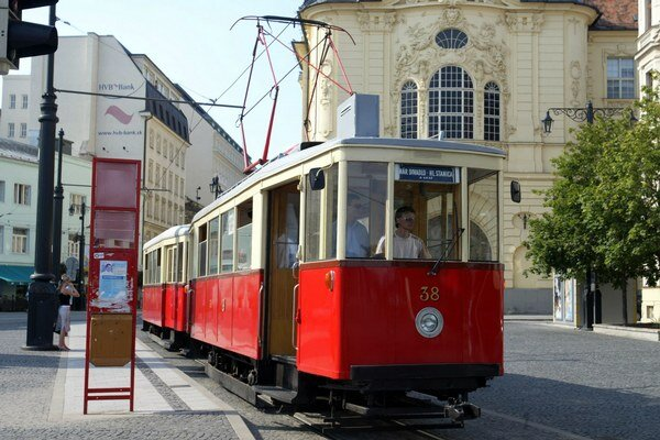 Lokálnu elektrickú železnicu z Prešporka do Viedne otvorili 1. februára 1914.