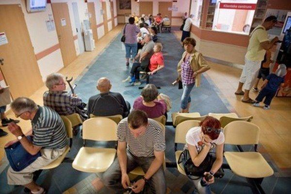 Univerzitná nemocnica ošetrila viac pacientov, skrátili sa aj čakacie lehoty.