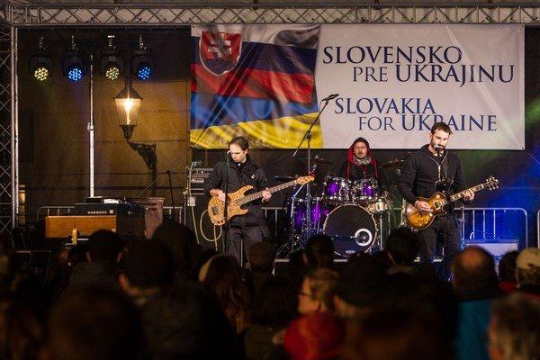 Koncert pre Ukrajinu podporili kapely aj slovenské osobnosti