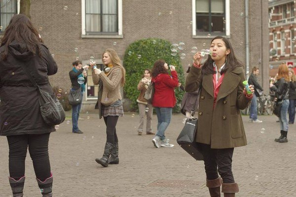 Fúkanie bublín v Amsterdame.
