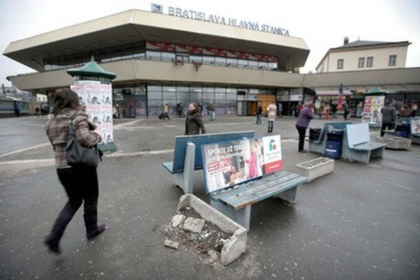 Transprojekt by mal podľa zmluvy Hlavnú stanicu a Predstaničné námestie zrekonštruovať do roku 2016. Zatiaľ však nepožiadal ani o stavebné povolenie.