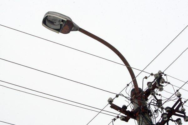 Na osvetlení mesto šetrí od začiatku roka.