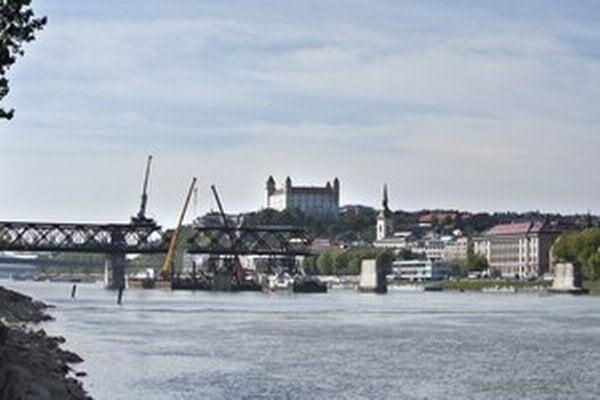 Starý most na fotografii z 20. apríla 2014.
