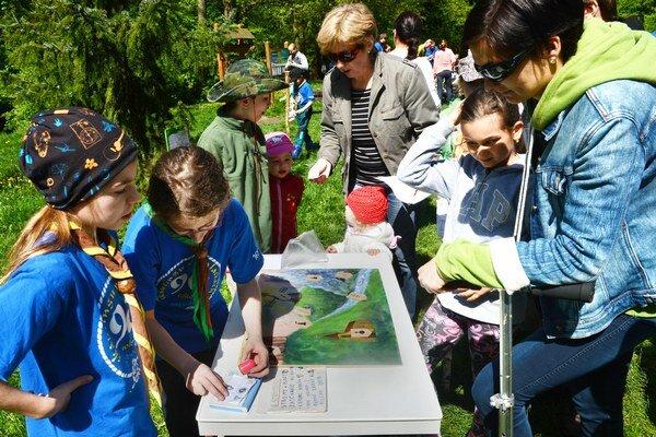 Deti sa počas Lesníckych dní učia prostredníctvo zážitkov spoznávať prírodu.