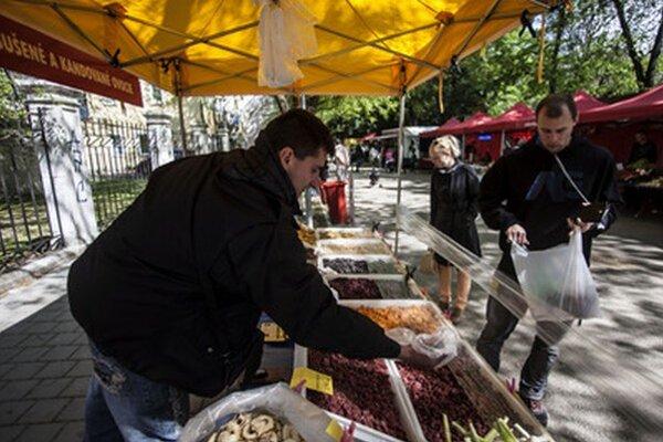 Farmárske trhy sa konajú aj na Poľnej ulici v Starom Meste.