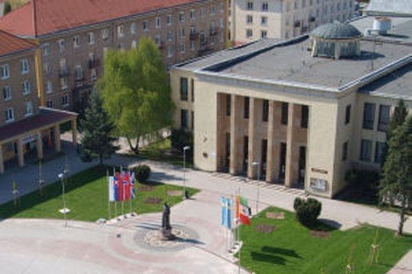 Niekdajší Dom kultúry patrí k dominantám centra Žiaru. Od júna budúceho roka by mal opäť slúžiť aj kultúre.
