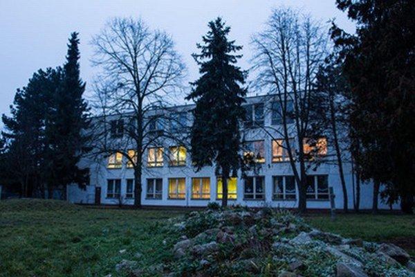 Základná škola v Rusovciach.