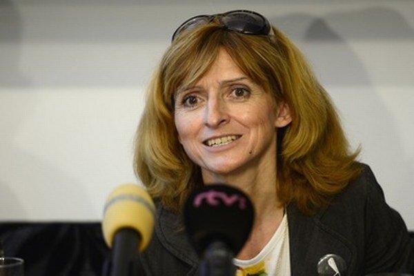 Zakladateľka a riaditeľka festivalu Viera Dubačová na tlačovej konferencii k 6. medzinárodnému festivalu Arteterapia bezmocní mocným 2014.