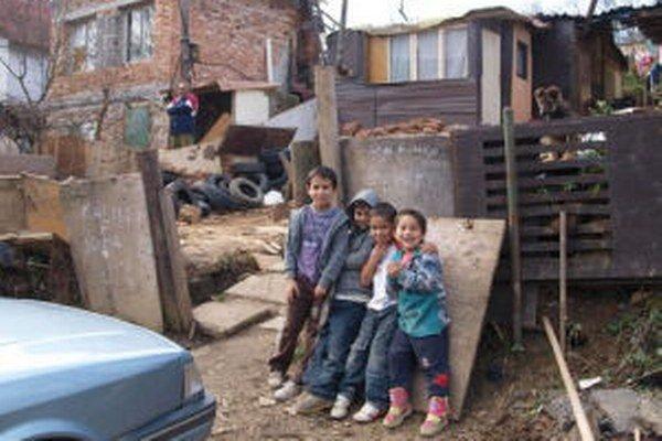 Pod Kortínou žijú ľudia v chatkách, unimobunkách aj v garážach.Často bez elektriny a bez vody.