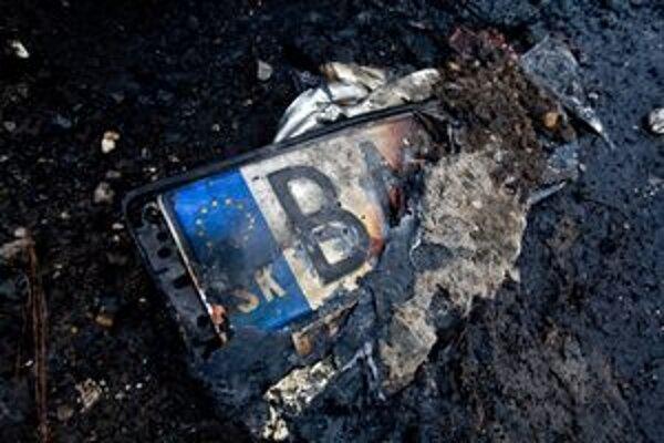 Na Devínskej Kobyle v Bratislave našiel muž počas prechádzky auto v plameňoch.