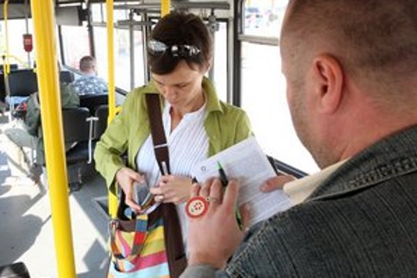 Revízori budú z kontrol cestovných lístkov robiť zvukové záznamy.