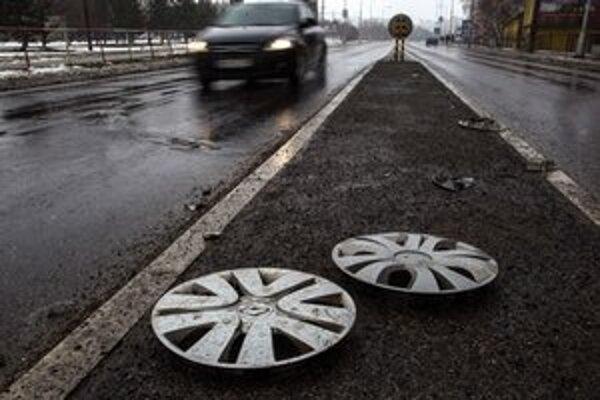 Len za posledný mesiac žiada od mesta náhradu za poškodené vozidlo 15 vodičov.