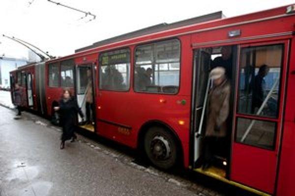 Trolejbusy budú od pondelka plnšie, dopravný podnik mení grafikony.