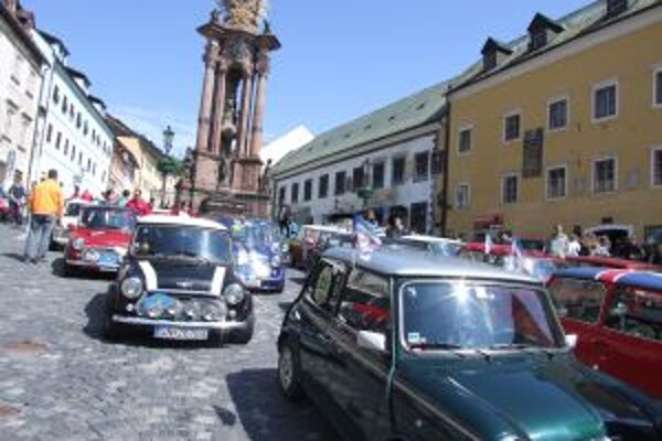 Na autách Mini Cooper prišli nadšenci z celého Slovenska, nechýbali ani Maďari a Česi.
