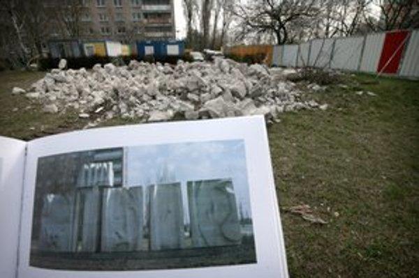 Socha Čas Jozefa Jankoviča padla pri výstavbe Lidlu.
