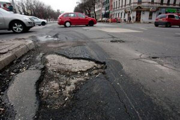 Kraj ešte nerozhodol o konkrétnych cestách, na ktorých opravu Bratislave prispeje.