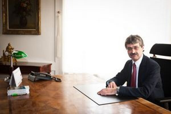 Ftáčnik prijímal Bratislavčanov vo svojej pracovni.