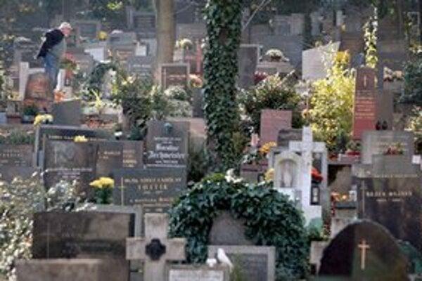 Mestké pohrebníctvo znížilo počet neplatičov za hrobové miesta.