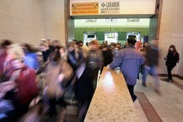 Na bratislavských staniciach je podľa železníc čistejšie, odkedy najali súkromnú bezpečnostnú službu.