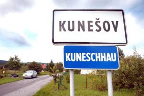 Ešte minulý rok starostovi Kunešova sťahovalo e-maily aj niekoľko hodín.