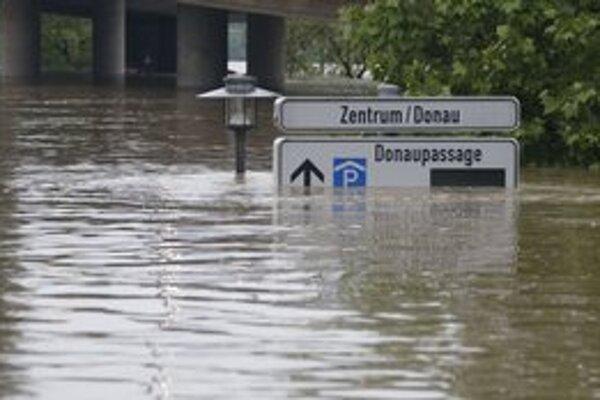 V nemeckom Passau má dnes voda kulminovať.