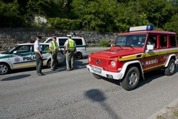 Polícia sprejazdnila i časť Devínskej cesty a dohliada na to, aby kyvadlovú dopravu využívali len Devínčania.