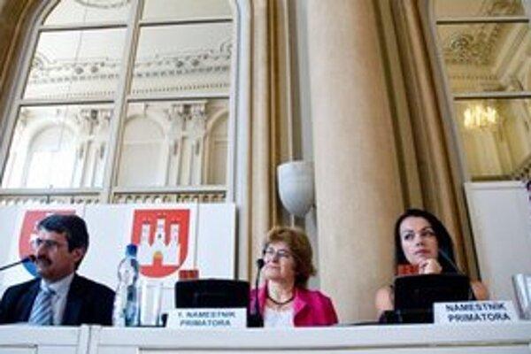 Bratislavské zastupiteľstvo začne v Primaciálnom paláci rokovať dnes o 16:30, zasadanie bude pokračovať vo štvrtok od 8:30.
