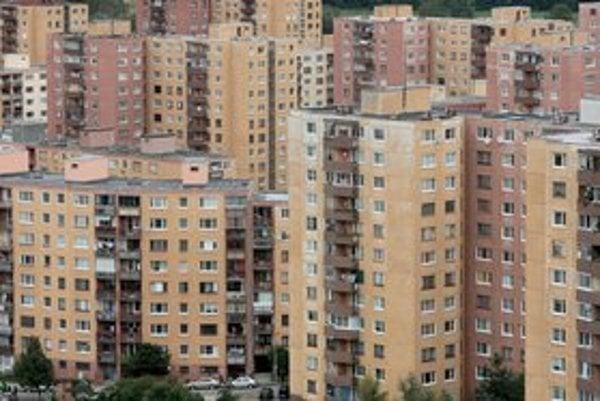 Devínska Nová Ves má okolo 17-tisíc obyvateľov a 12 miestnych poslancov, jedného poslanca v mestskom zastupiteľstve.