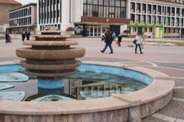 Už v lete by z fontány v centre Žiaru mala opäť striekať voda.