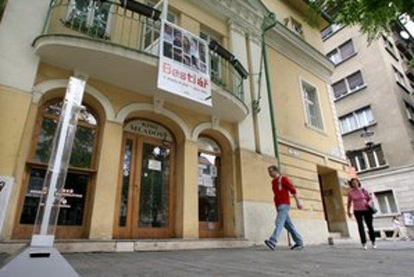 Kým v roku 2010 v Mladosti narátali 9197 divákov, vlani ich bolo 10 761 divákov.