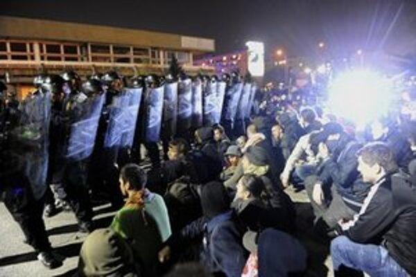 Demonštranti pred sídlom KDH.